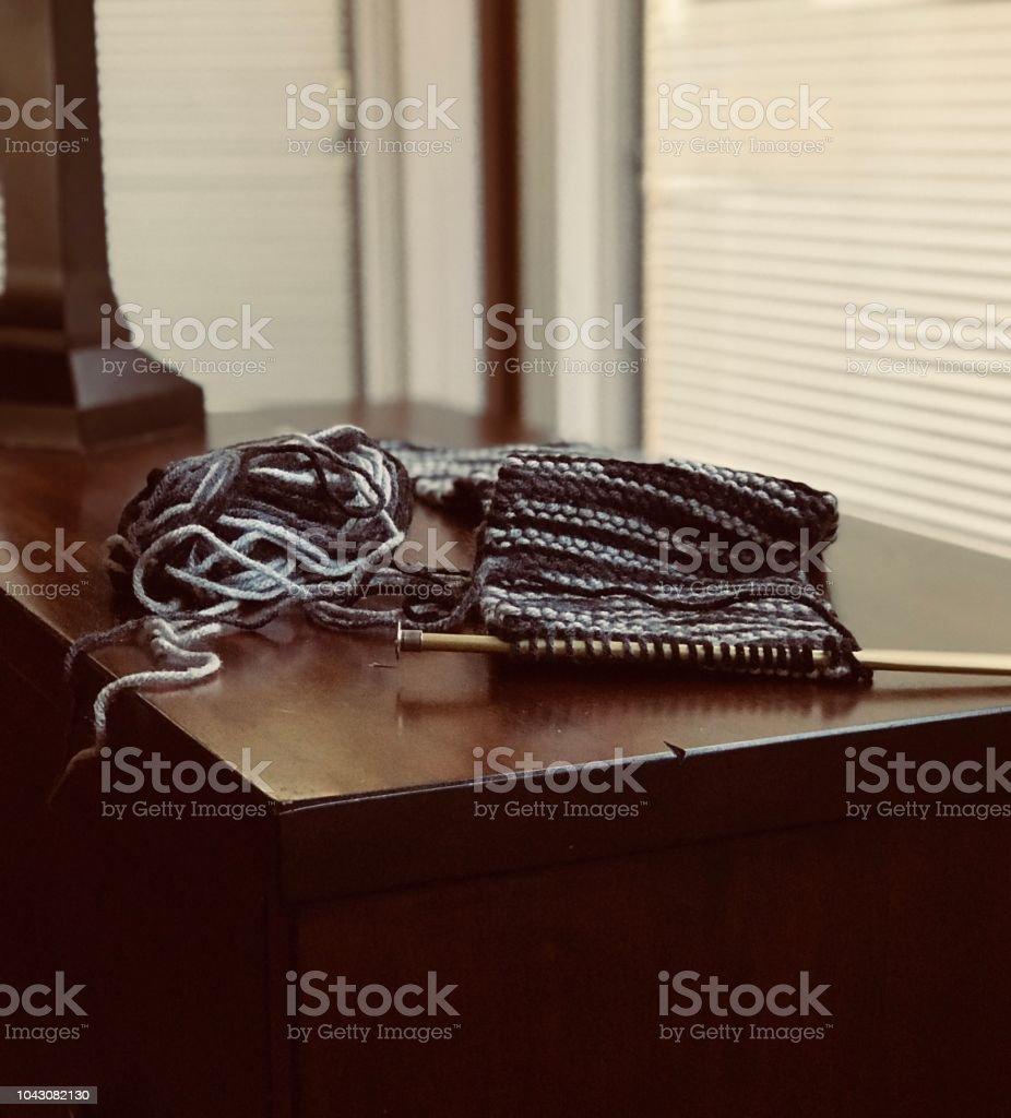 Terminar Una Bufanda Foto De Stock Y Más Banco De Imágenes De Aguja