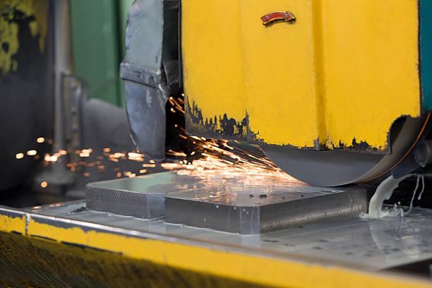 Finishing metal grinding at workshop - foto de stock