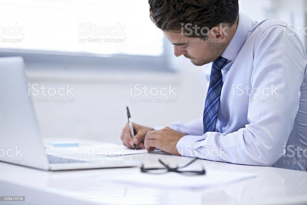 Terminar o que o relatório de negócios - foto de acervo