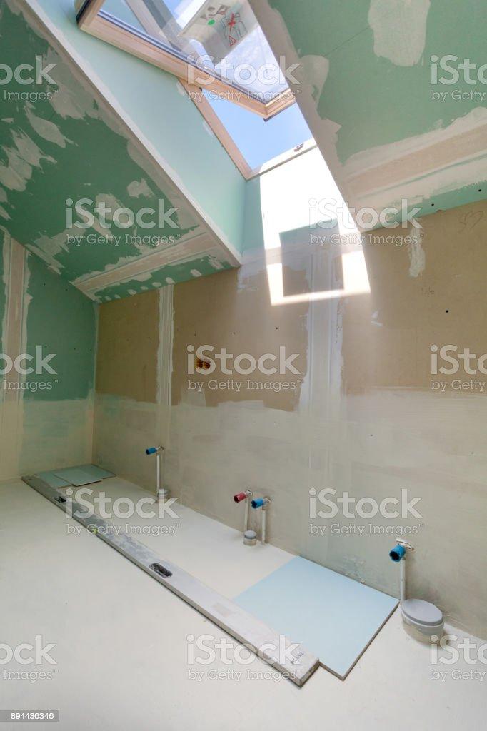 Ausbauarbeiten Am Renovierte Wohnung Installation Von Rohren Im ...