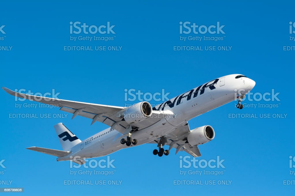 Finland, Helsinki-Vantaa Airport, March 11, 2017 Finnair Airlines Airbus A350 landing. - foto stock