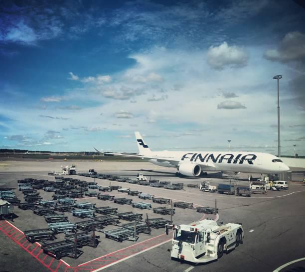 Finnair-Flugzeug in Flughafen Helsinki-Vantaa, Finnland – Foto