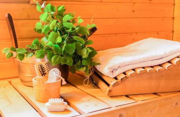finnische sauna - saunazubehör stock-fotos und bilder