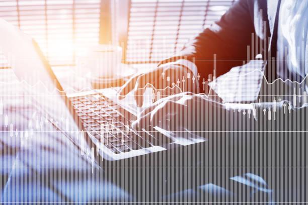 fintech, finanz-charts und grafiken der zinssätze - männer zitate stock-fotos und bilder