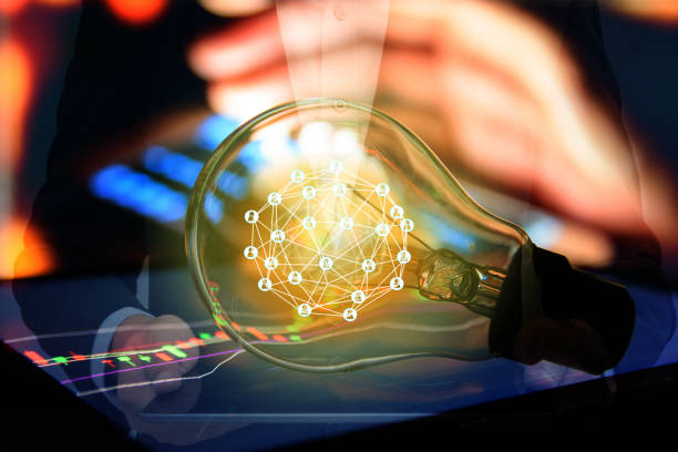 FinTech inversión financiera Internet tecnología concepto. Bombilla en tabletas y en material gráfico y negocios tecnología icono con fondo abstracto circuito electrónico - foto de stock