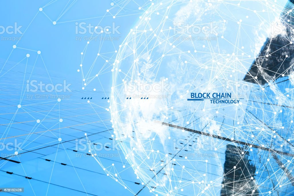 FinTech tecnología y concepto de red de Blockchain, distribuido contabilidad tecnología conectar alambres y nube globo fue proporcionada por la NASA con edificio de fondo y texto azul. - foto de stock