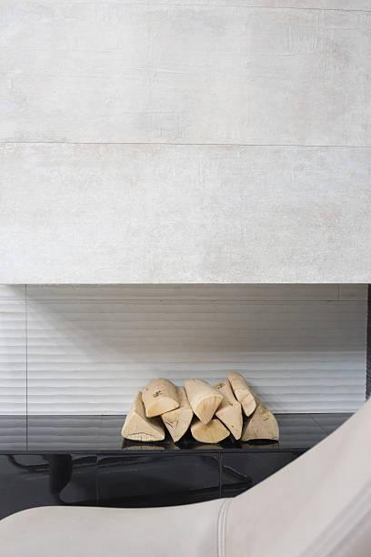 firaplace teil der minimalistischen inneneinrichtung - planner inserts stock-fotos und bilder