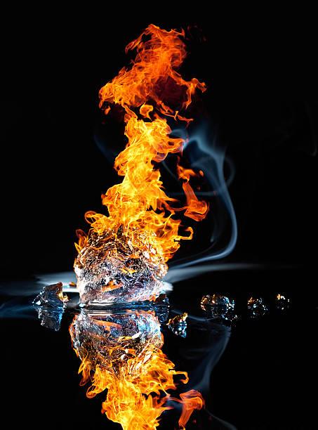 fuoco e ghiaccio - ice on fire foto e immagini stock