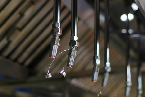 brand-en veiligheidsuitrusting, nood water dispenser nosil meestal vast in keuken en magazijnen - exploitatie stockfoto's en -beelden
