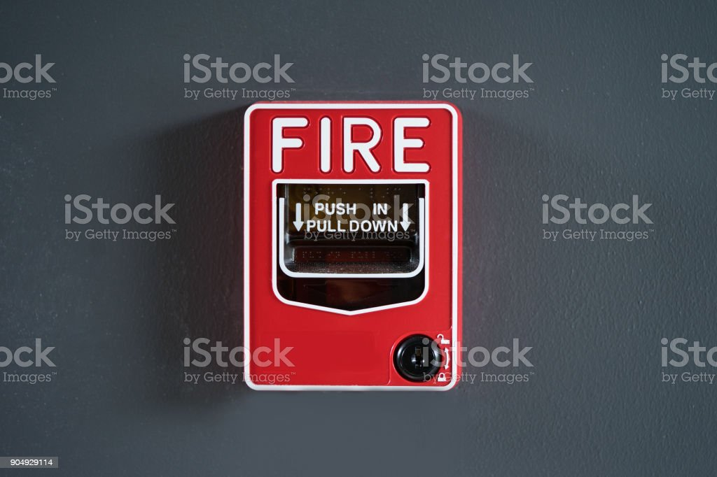 incendio rotura cristal en gris wal - foto de stock