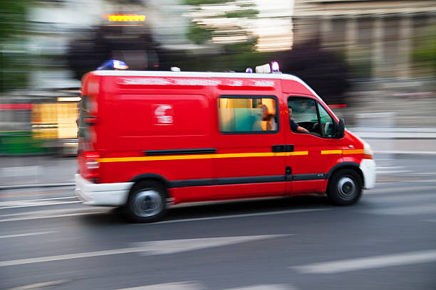 Camion de pompiers Ambulance accélérer, mouvement flou, Paris - Photo