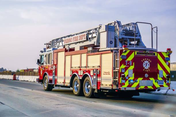 fire engine driving on the freeway - first responders zdjęcia i obrazy z banku zdjęć