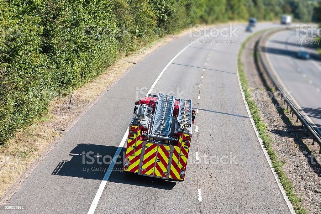 Fire engine on the motorway - foto de stock