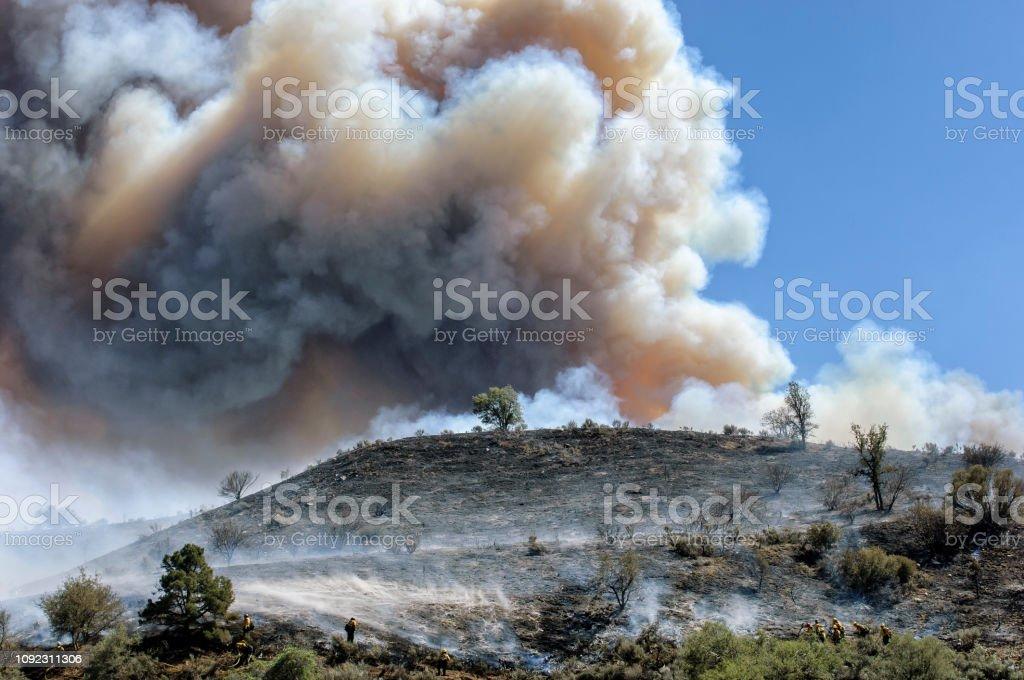 Bomberos, lucha contra incendios forestales - foto de stock