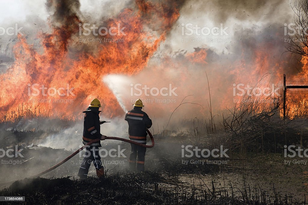 Combate a incêndio - foto de acervo