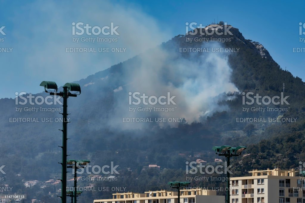 Fire in the Faron Massif, in Toulon, France, A fire broke out on Sunday, May 5, 2019, around 13:30 east of the Faron Massif, in Toulon, France, in the Var, in the Red Lands area. Many firefighters are mobilized on the scene. Canadair in action. A major fire broke out Sunday afternoon at 1:30 pm in France, in the Var on Mont-Faron in Toulon. The fire is particularly fanned by the violent gusts of wind that are currently affecting the region.  the fire is near the houses  A hundred firefighters are mobilized on the scene to try to contain the fire. Canadairs were sent on the spot as reinforcements. Canadair Stock Photo