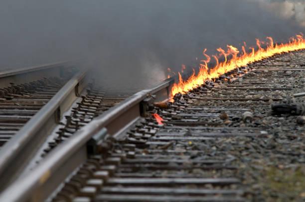 Brand op de trein tracks Interchange leidt rond een curve foto