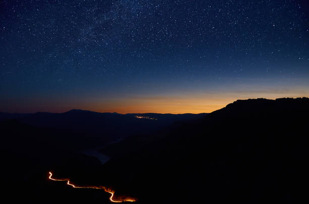 Feuer Schlange unter den Sternen. – Foto