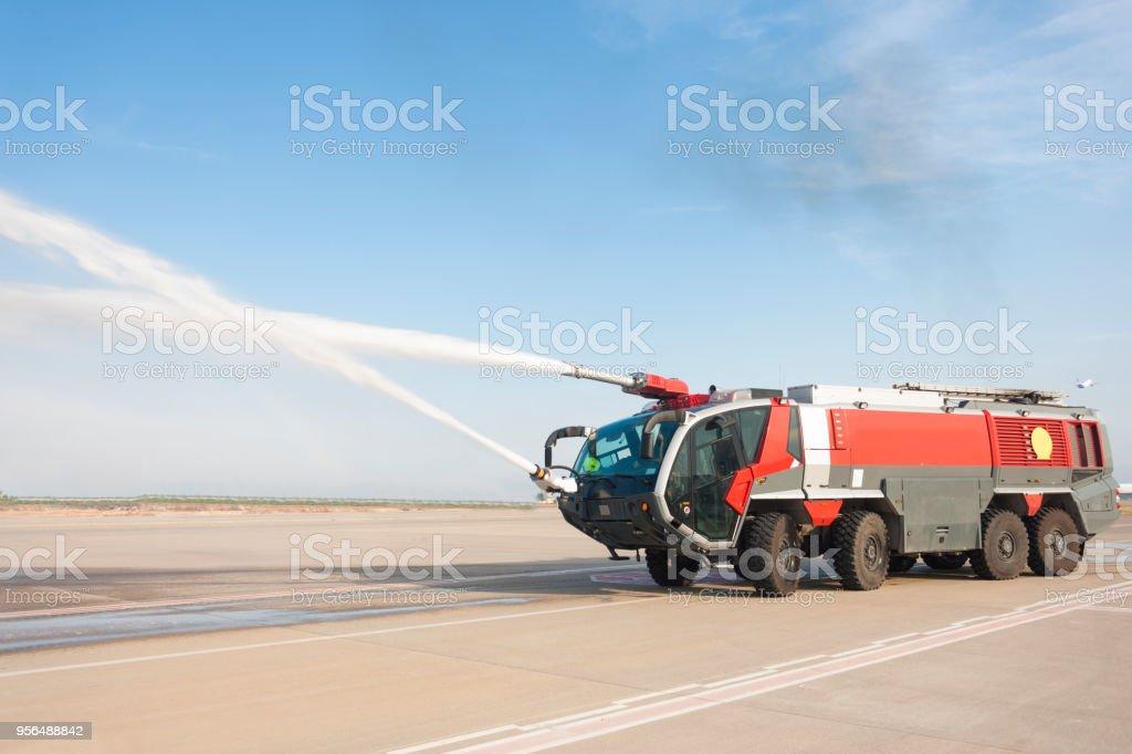 放水砲のストックフォト - iStoc...