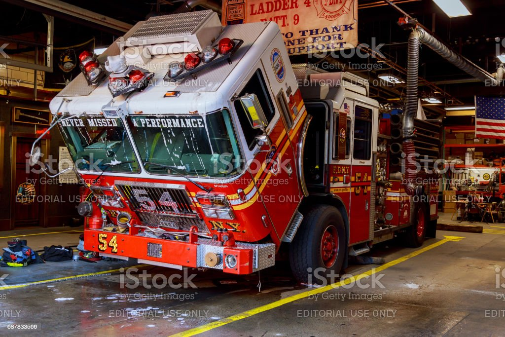 Fdny Fire Truck Backs Into Garage Ladder 30 Shares A House With