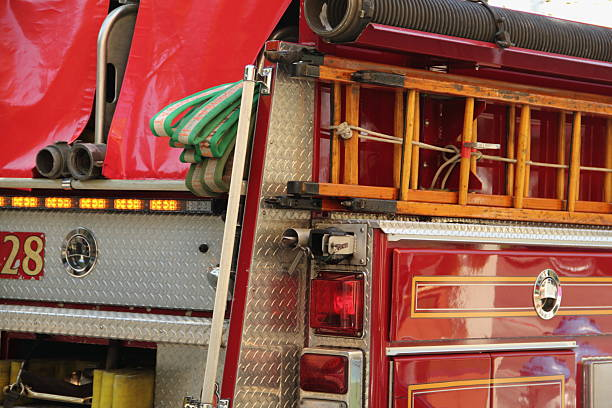 Camión de bomberos motor moderna - foto de stock