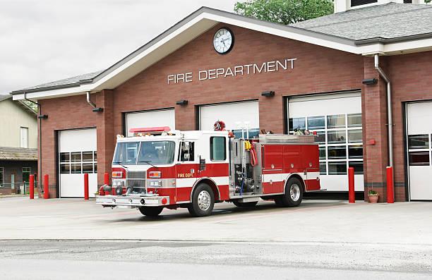 camión de bomberos - bombero fotografías e imágenes de stock