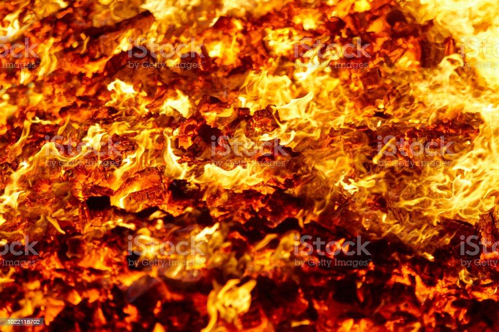 Feuer. Vulkan Glühlampen Material. Heiße Kohle Lagerfeuer. CO2-Emissionen – Foto