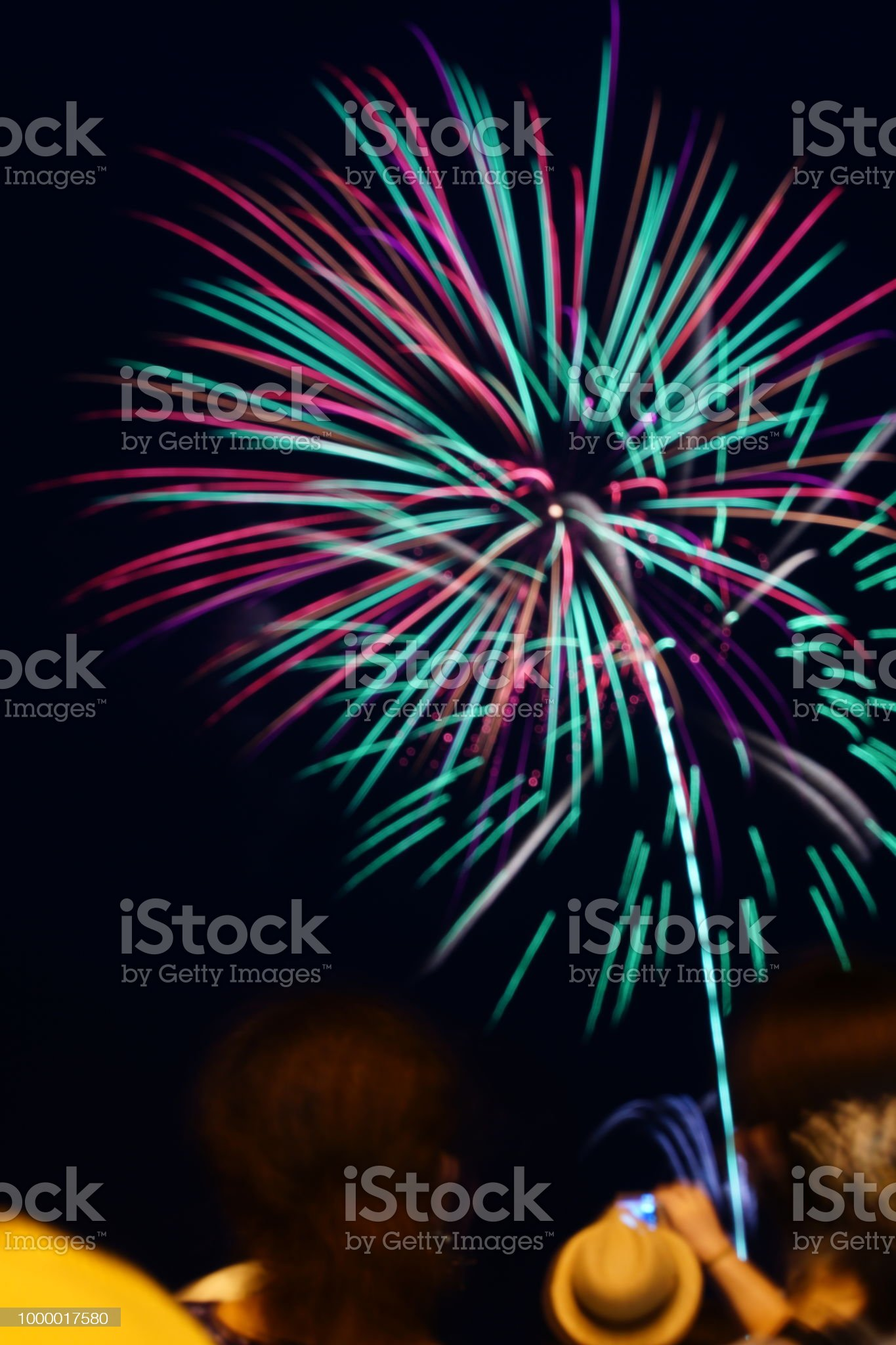 https://media.istockphoto.com/photos/fire-works-in-japan-picture-id1000017580?s=2048x2048