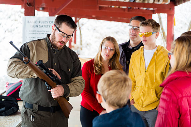 firearms instructor at the shooting range - gun shooting stockfoto's en -beelden