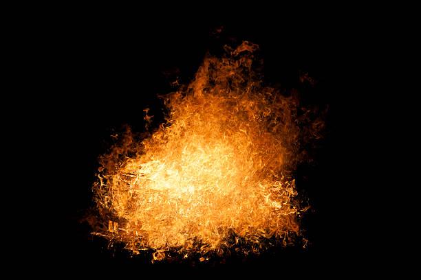 feuerball brennen, flammen auf schwarzem hintergrund - feuerkugel stock-fotos und bilder