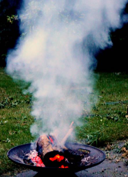 firebowl - geheime garten parties stock-fotos und bilder