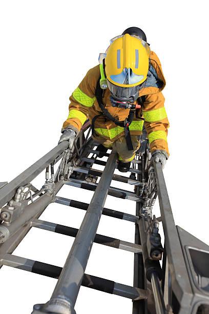 Feuerwehrmann führt auf eine hundert Meter-Leiter – Foto