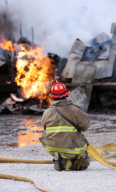 Feuerwehrmann kämpfen explosion – Foto