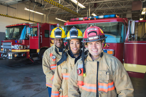 pompier  - pompier photos et images de collection
