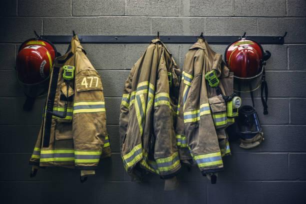 bombero  - bombero fotografías e imágenes de stock