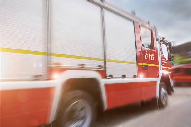 firefighter truck speed composing - feuerwehrmann deutsch stock-fotos und bilder