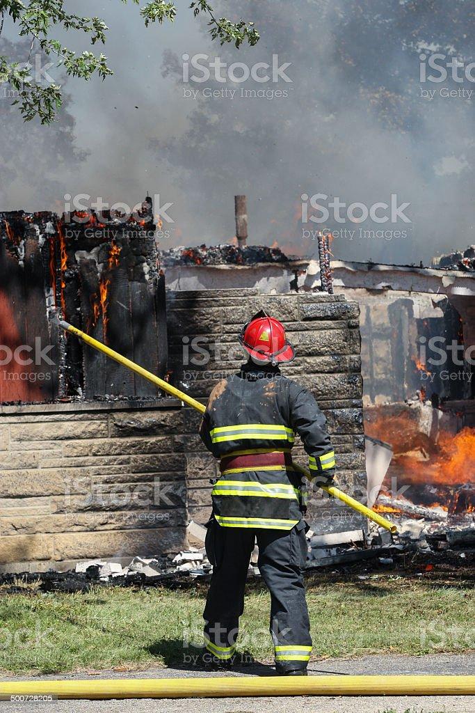 Feuerwehrmann arbeiten beim training verbrennst – Foto
