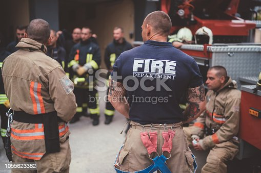 istock Firefighters on meeting before work 1055623382