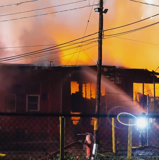 brandweerlieden op scène - pics of the redtube stockfoto's en -beelden