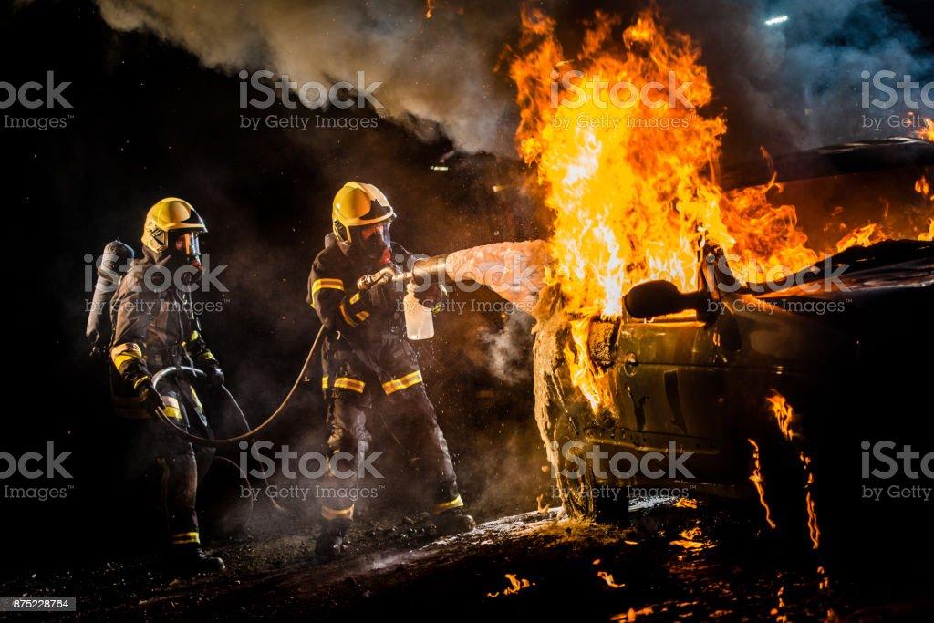 消防車の燃焼に水を噴霧 ストックフォト