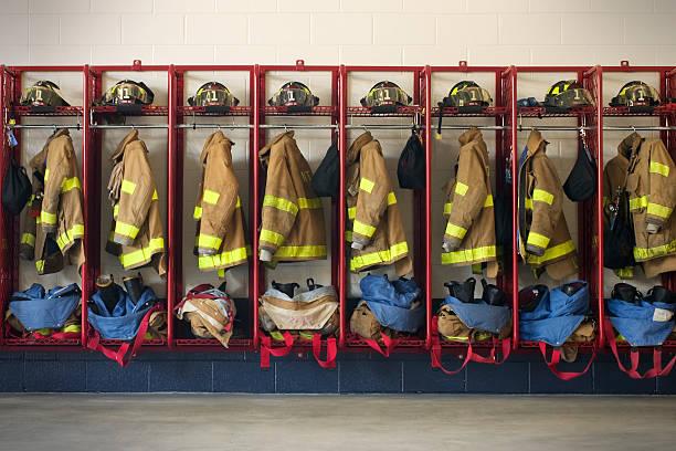 engranajes firehouse - bombero fotografías e imágenes de stock