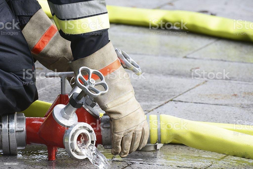 Fireman bei der Arbeit - Lizenzfrei Anhängerkupplung Stock-Foto