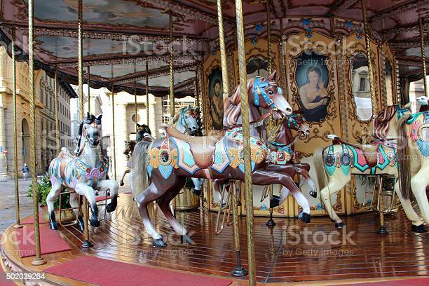 Firenze carousel in piazza della repubblica picture id502039264?b=1&k=6&m=502039264&s=612x612&h=bmdov 3s9h m4n17xx6gvej25dywicmm70a3llcuzni=