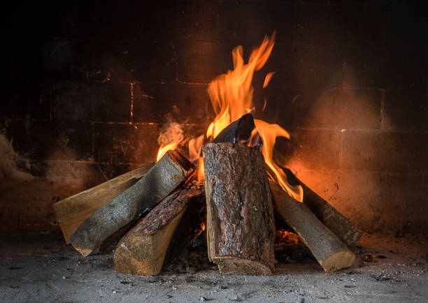 Fireplace in the house Wood burn in the fireplace in the house, winter idyll log fire stock pictures, royalty-free photos & images