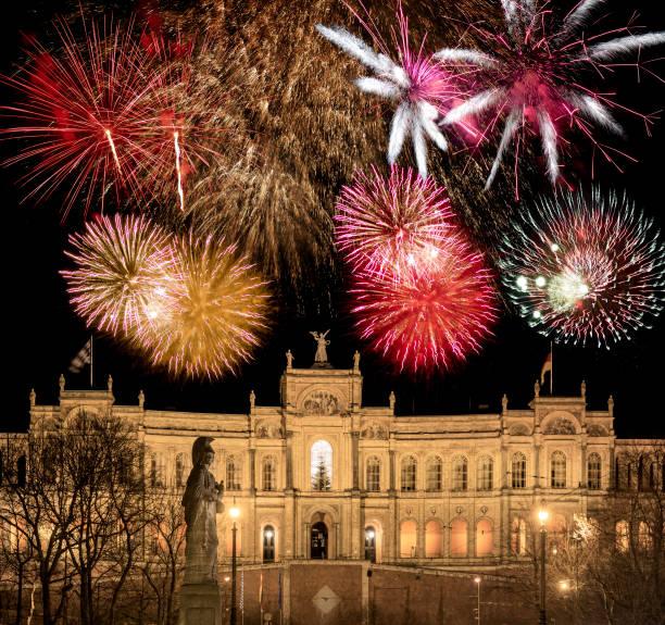Feuerwerk-Disply oberhalb des Bayerischen Landtags in München – Foto