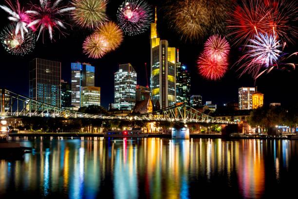 Feuerwerk an der Frankfurter Skyline – Foto
