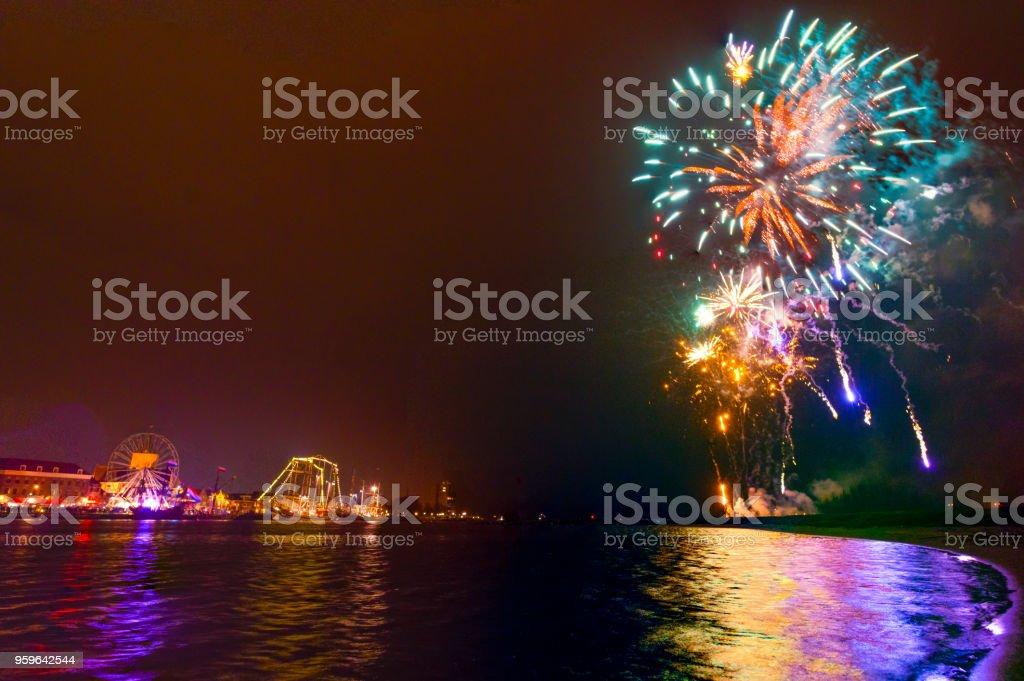Fuegos artificiales en el río IJssel en el Hanzestad Kampen - Foto de stock de Acontecimiento libre de derechos