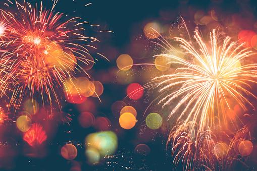 Fireworks Celebration Happy New Year With Bokeh - Fotografias de stock e mais imagens de 2018