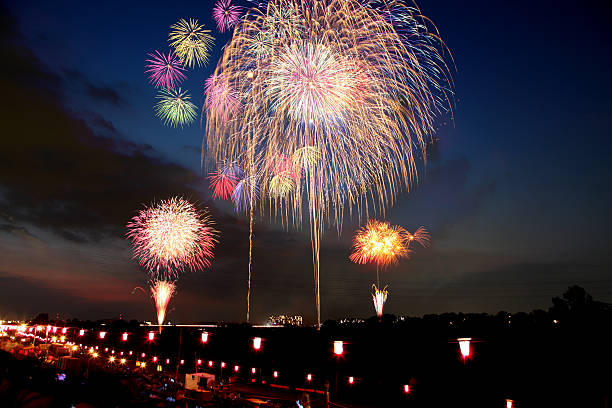 fireworks display festival in itabashi, tokyo, japan - 伝統的な祭り ストックフォトと画像