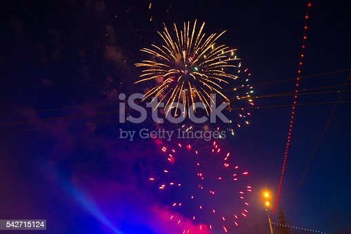 542714484 istock photo Fireworks display on 4th of July 542715124